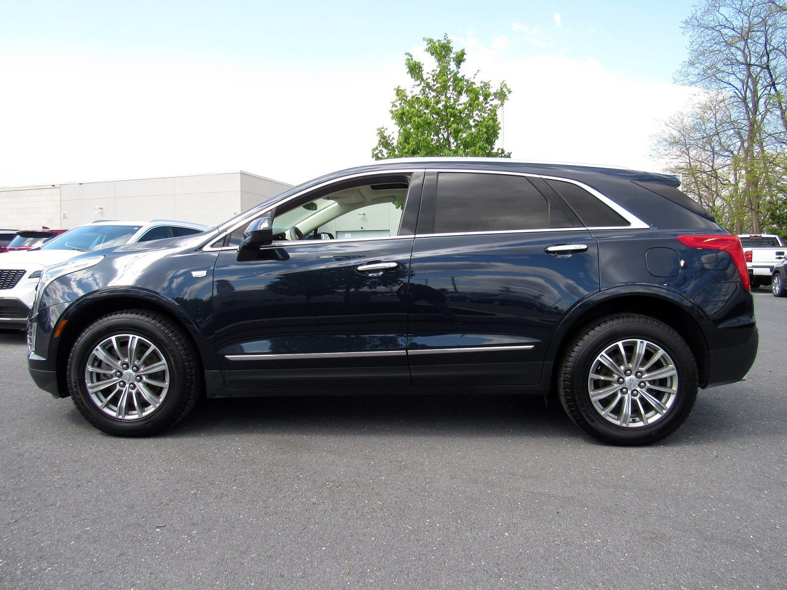 Pre-Owned 2017 Cadillac XT5 Luxury AWD