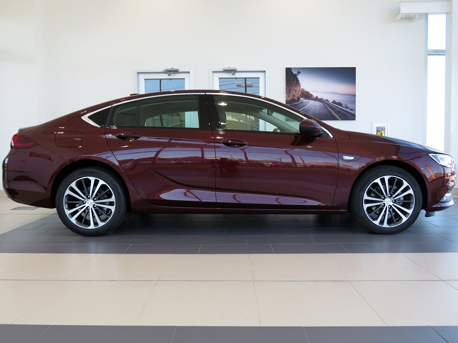 Pre-Owned 2019 Buick Regal Sportback Essence
